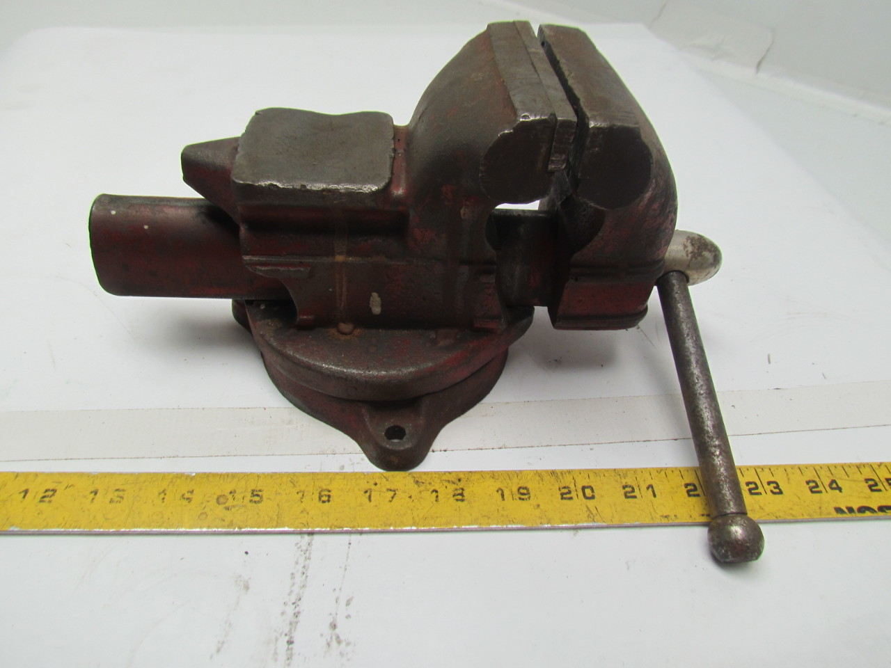 Vintage Bench Vise 3 1 2 Jaws Opens To 3 1 4 Man Cave