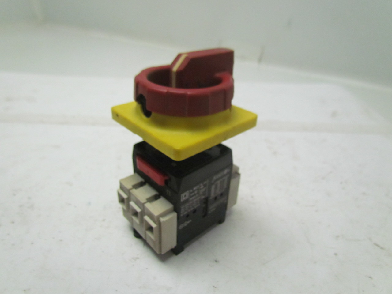Square d cl9421 safety disconnect switch with handle 40a for Square d motor disconnect switch