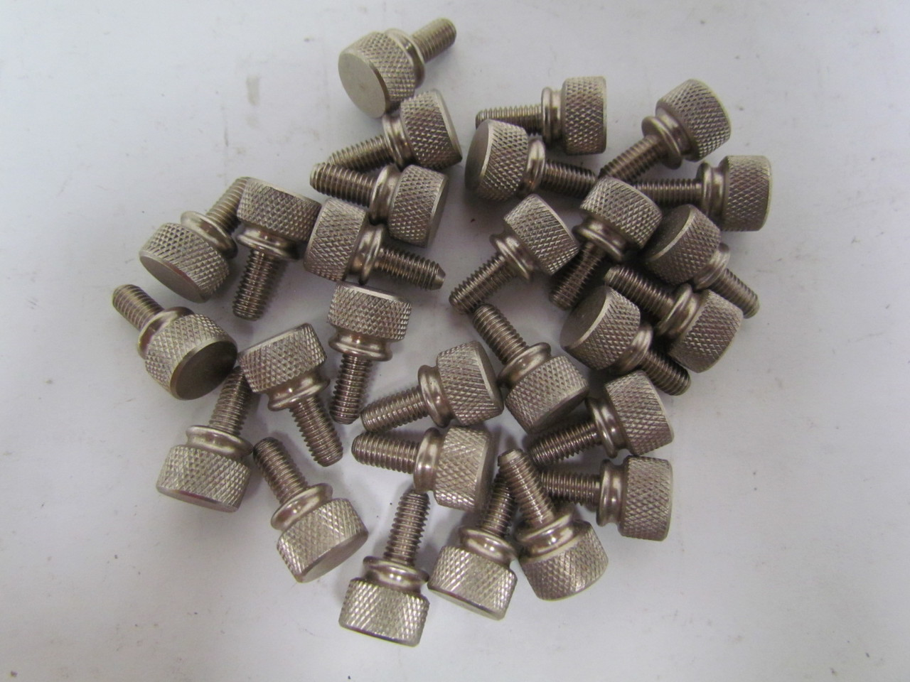 thumb screw with shoulder