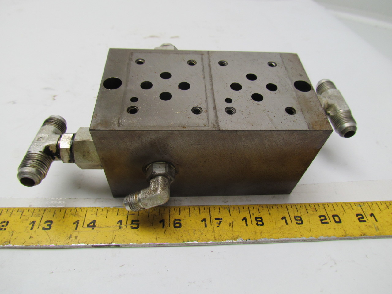 Vickers DGMS-3-2E-10-S 2 station hydraulic subplate port size SAE 3/4-16 UNF-2B