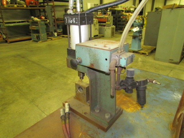1 2 Ton Pneumatic Air Over Hydraulic Press With Bench 4