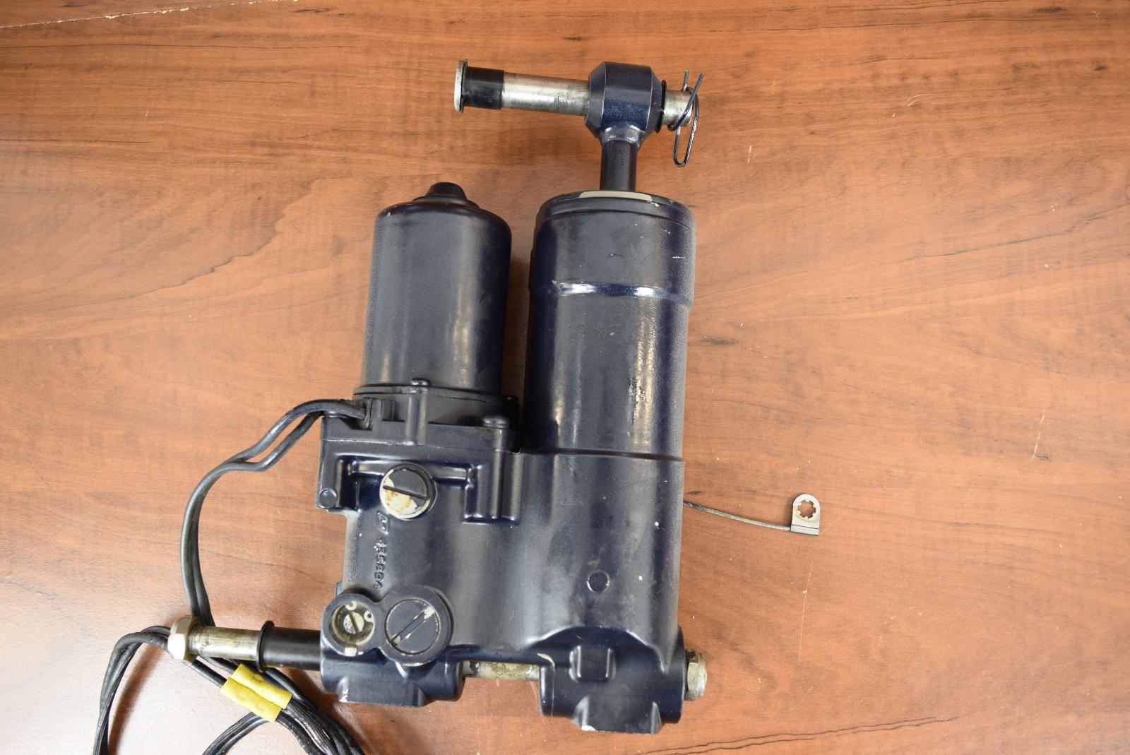 Yamaha   Hp Outboard Hydraulic Tilt