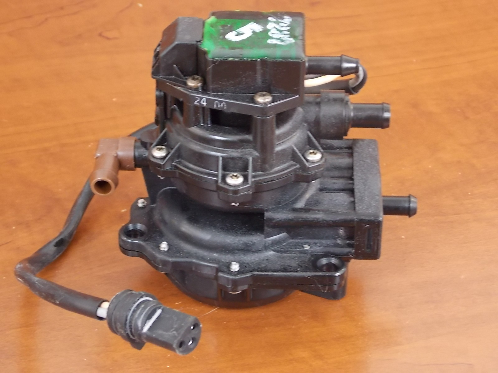 1 year warranty 1985 05 johnson evinrude 3 wire vro pump 435559 rh southcentraloutboards com where to wiring the vro pump johnson vro pump wiring