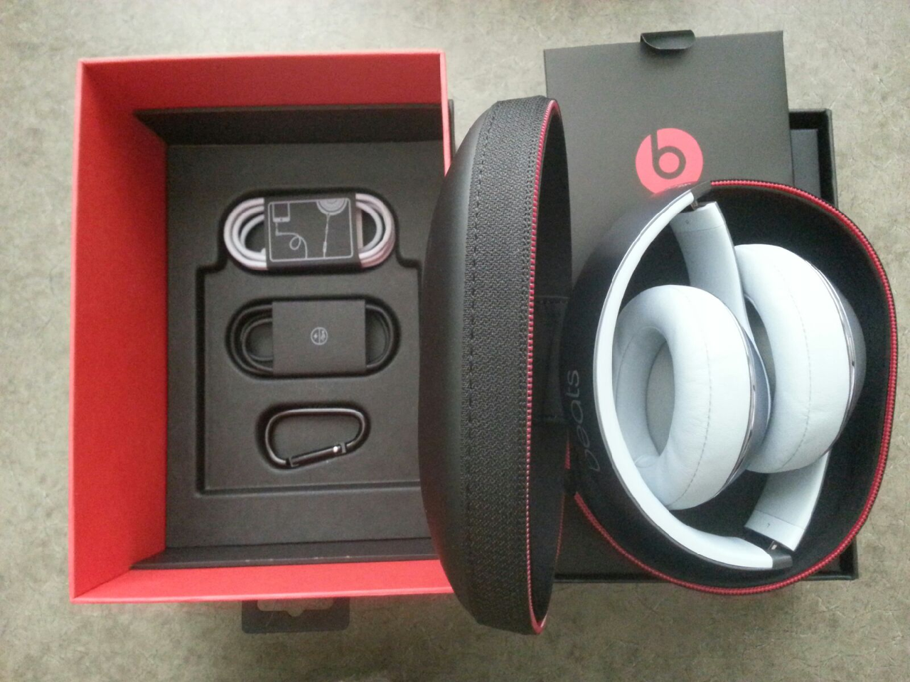 BEATS STUDIO 2 BY DRE WIRELESS SKY OVER-EAR HEADPHONES MHDL2AM/B B0501  METALLIC SKY