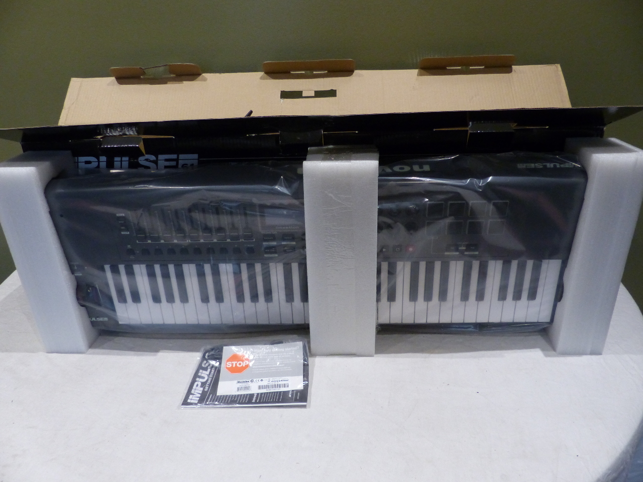 novation impulse 61 usb midi controller keyboard 61 keys novimp61 815301000426 ebay. Black Bedroom Furniture Sets. Home Design Ideas