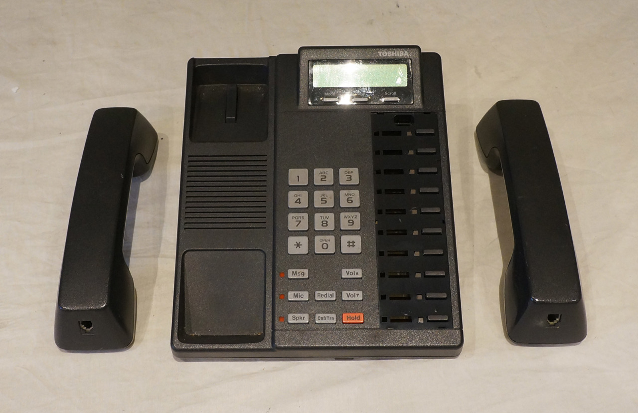 TOSHIBA DKT2010-SD DIGITAL BUSINESS TELEPHONE WITH TWO HANDSETS