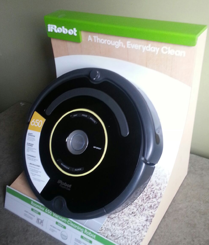 irobot roomba 650 vacuum cleaning robot display model with. Black Bedroom Furniture Sets. Home Design Ideas