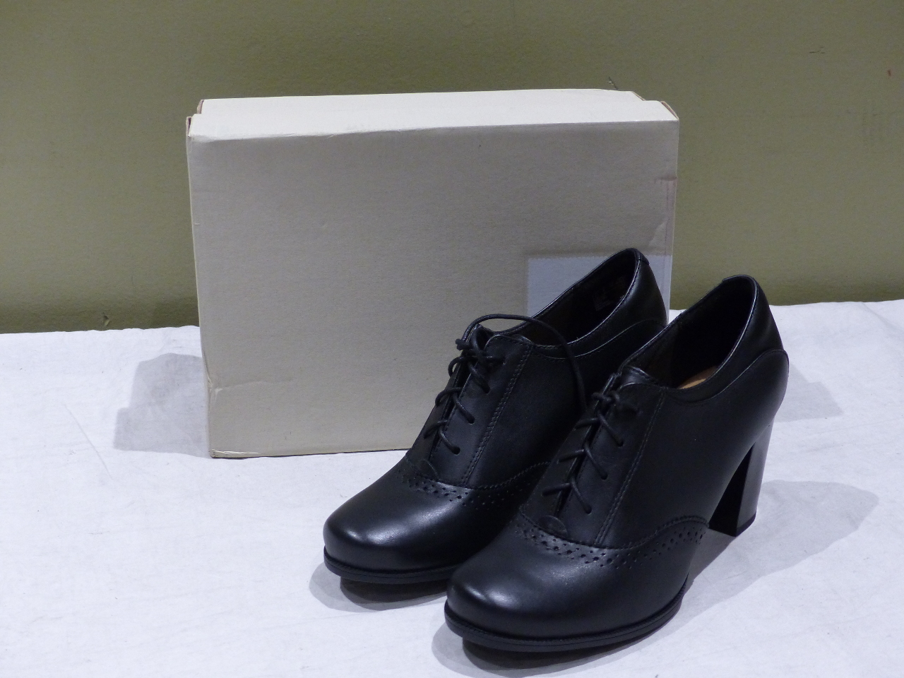 66bbde3a CLARKS CLAESON PEARL BLACK LEATHER OXFORD 26128937 8M WOMENS HEELS