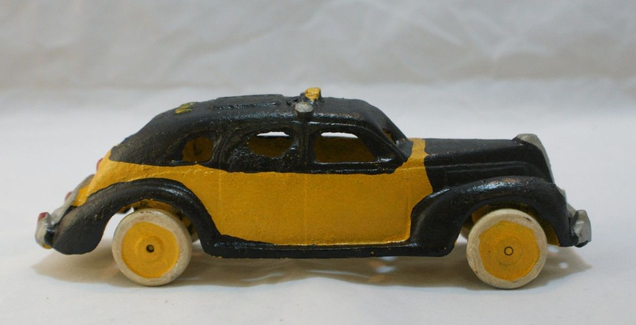 Cast Iron Yellow Taxi Nyc New York City Cab Classic Car Vintage