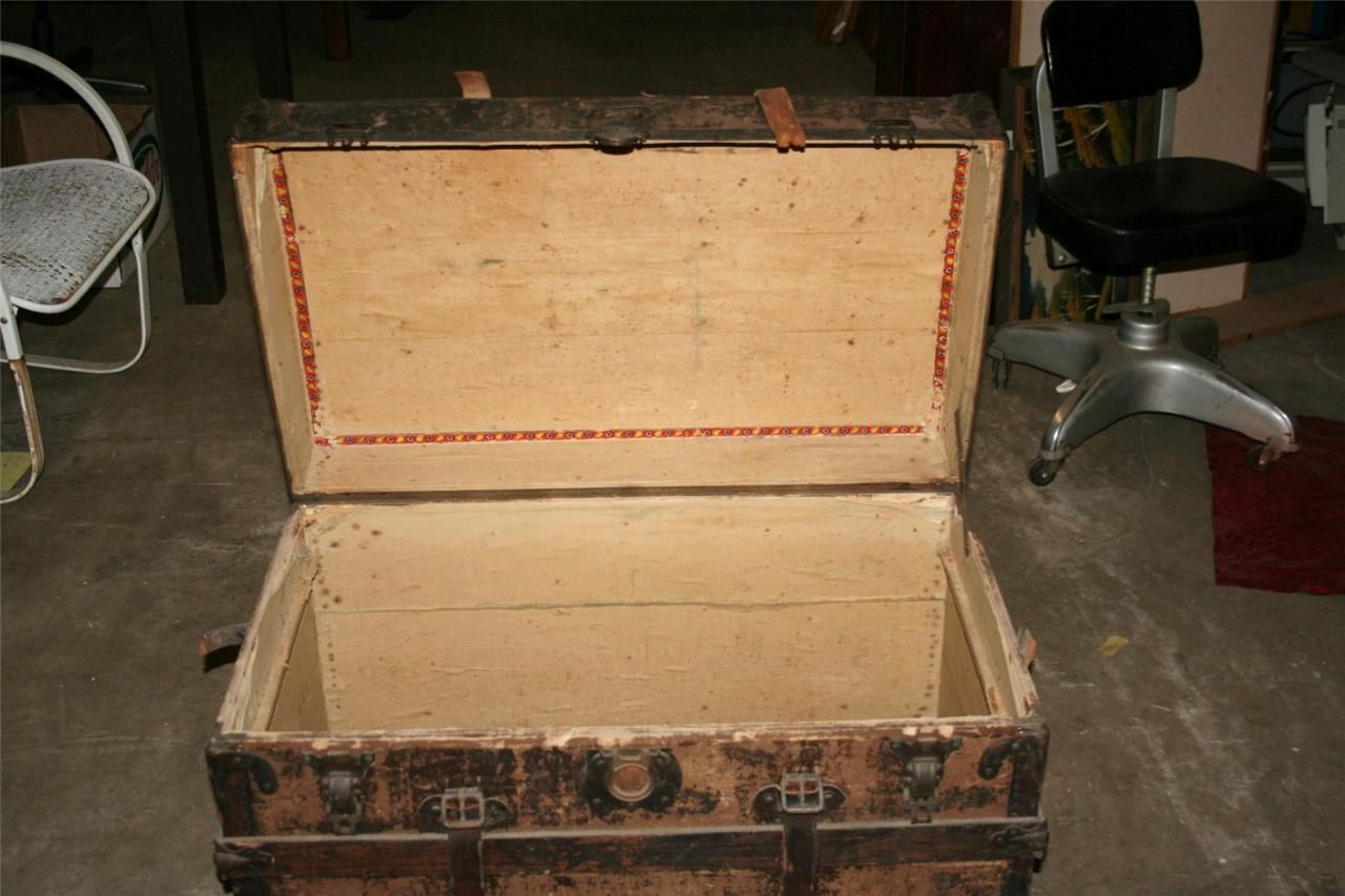 Antique Steamer Trunk Wooden Chest Flat Top Coffee Table 32 X 19 X 21 1 2 Premier Equipment