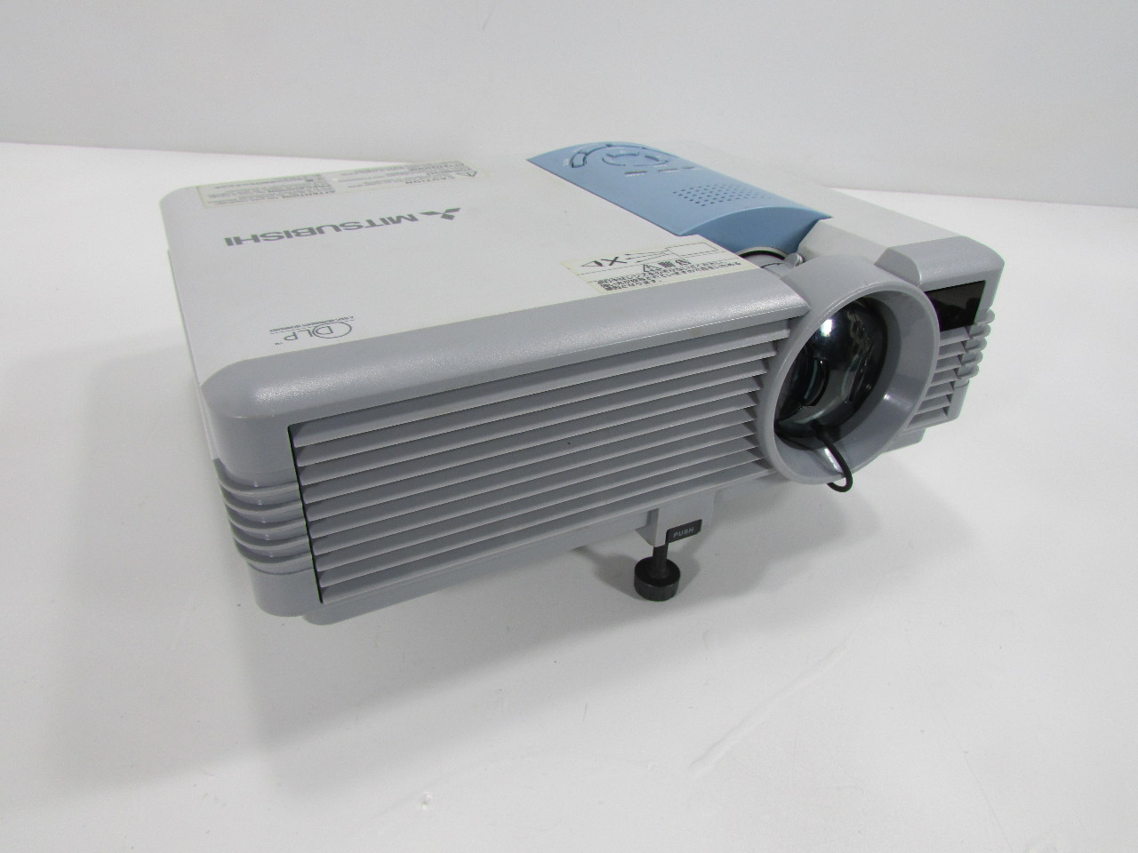 Mitsubishi se2u portable dlp video projector home movie for Dlp portable projector