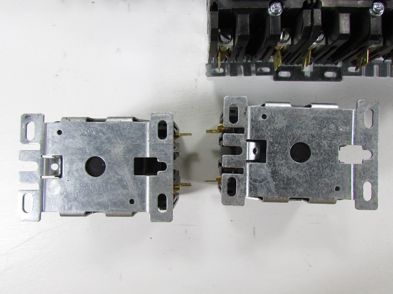 Lot Of  18  Eaton C65fnf275 Contactor 75 Amp 208