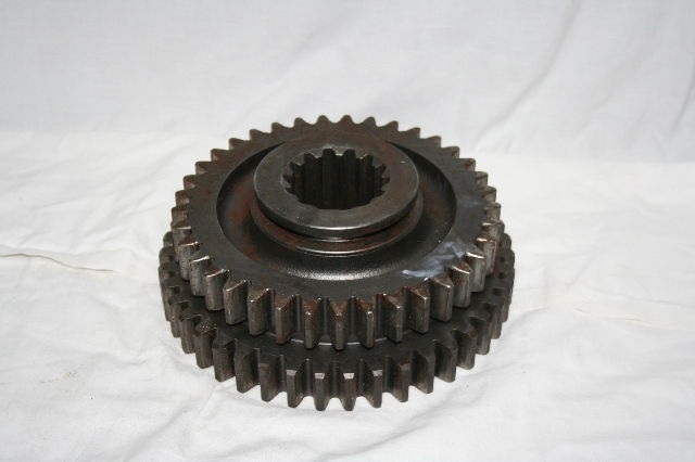 * CATERPILLAR CAT 2P1502 (43 and 37 TEETH) GEAR NEW