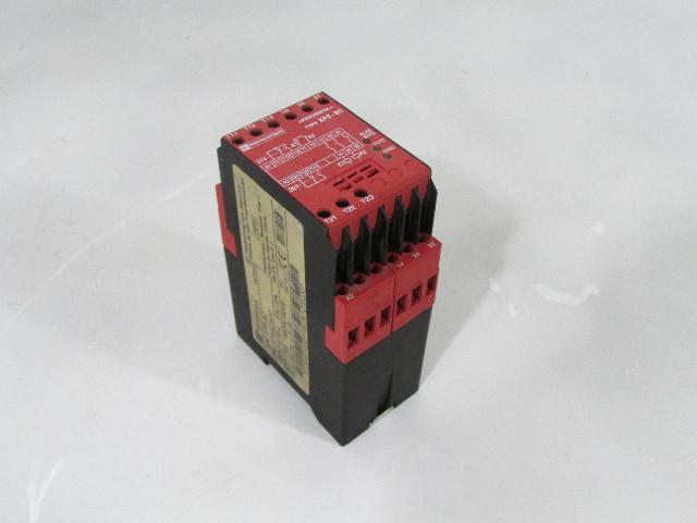TELEMECANIQUE XPS-BC-3410 XPS-BC XPSBC3410 SAFETY RELAY