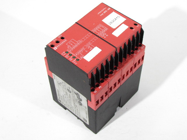 SCHNEIDER ELECTRIC TELEMECANIQUE XPS-AM3440 SAFETY RELAY 300V 5AMP