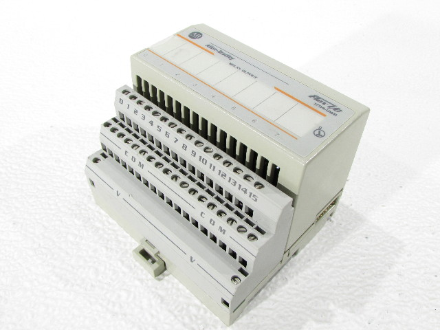 * ALLEN BRADLEY 1794-OW8/A ISOLATED RELAY OUTPUT w/ 1794-TB2/A BLOCK