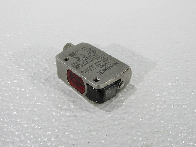 KEYENCE CORP LR-ZB250CP LASER SENSOR SELF-CONTAINED 250MM M8 CONNECTOR