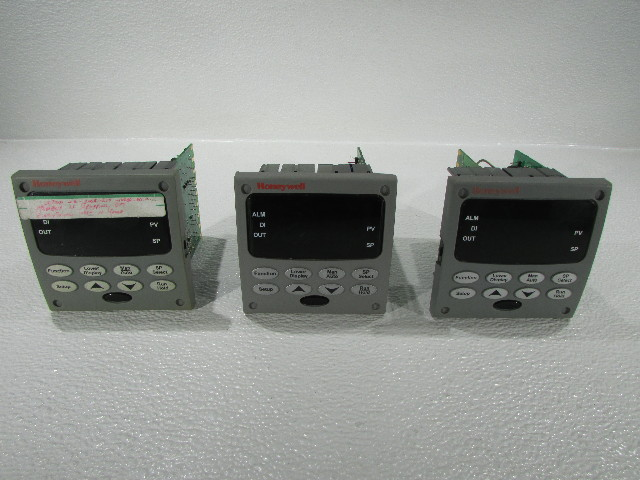 LOT OF 3 HONEYWELL UDC3200 CONTROLLER