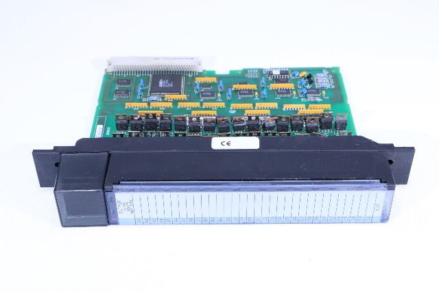 * GE FANUC IC697MDL752 32POINT 12VDC OUTPUT MODULE