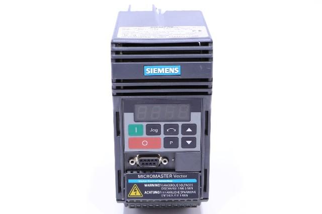 * SIEMENS MICROMASTER 6SE3212-0DA40 DRIVE 1.9AMP 1HP 3PHASE 460VAC