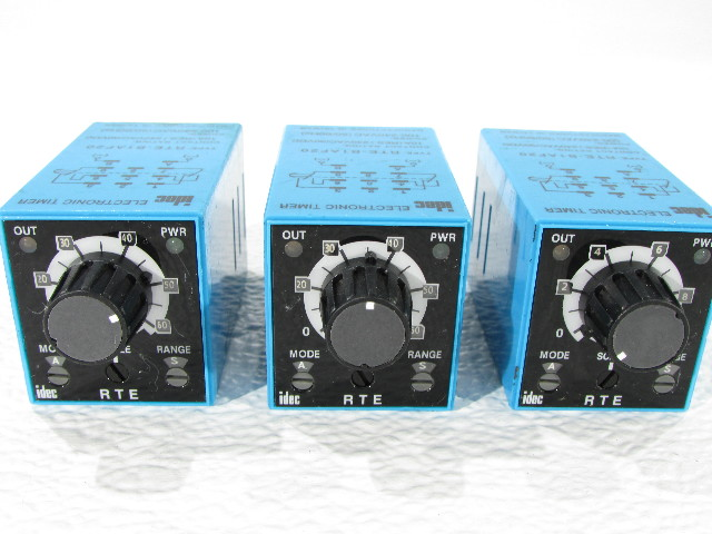 LOT OF 3 IDEC RTE-B1AF20  TIMER BLADE PLUG-IN DPDT
