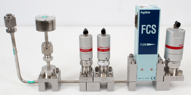 Fujikin FCS-4WS-F65A Mass Flow Controller w/ Valves .39~59 MPa N.C. C5F8 Gas