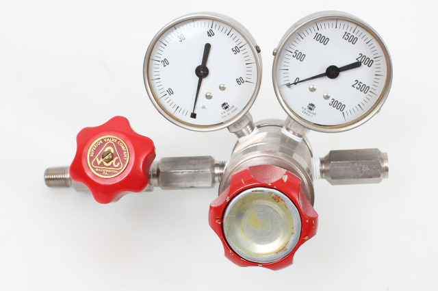 Dual Stage Stainless Steel Gas Regulator with Shut-off Valve 1-60 PSI 100391
