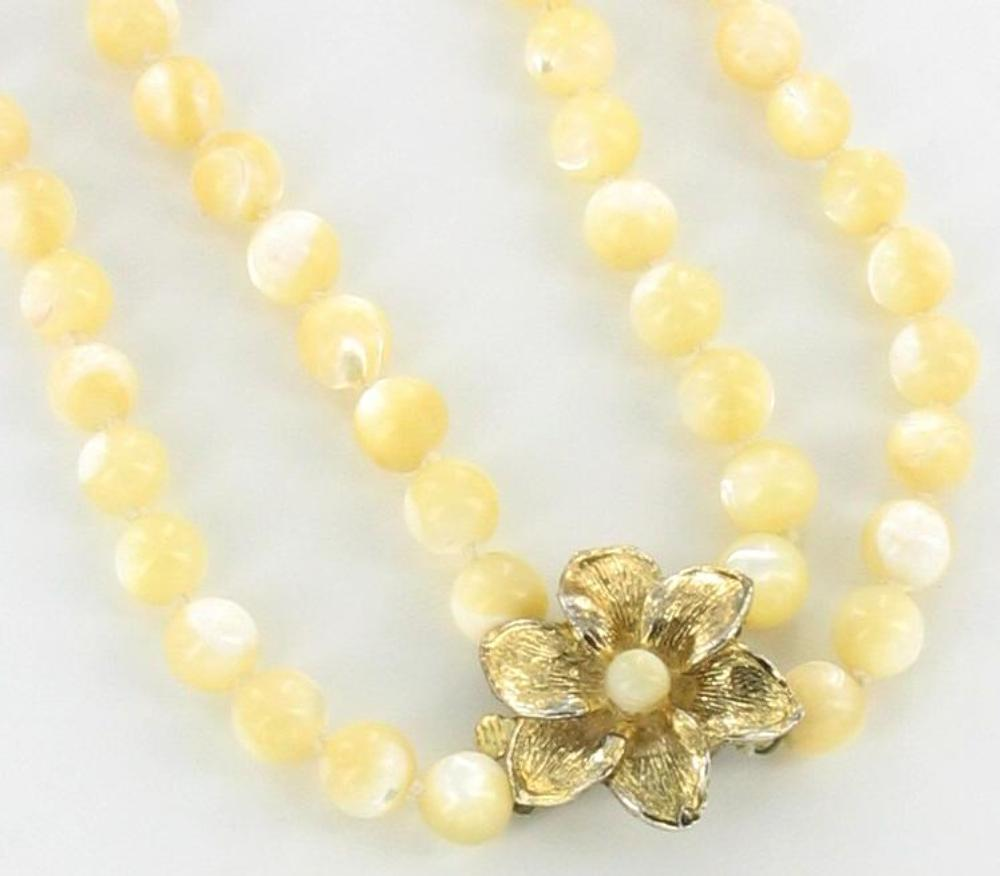 Vintage Pretty Mother Of Pearl Knotted 8mm Bead Necklace 17