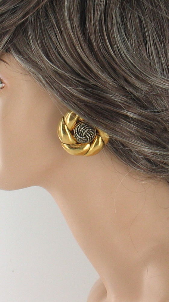 vintage une ligne paris design runway 80 39 s gold leaf faux bronze earrings ebay. Black Bedroom Furniture Sets. Home Design Ideas