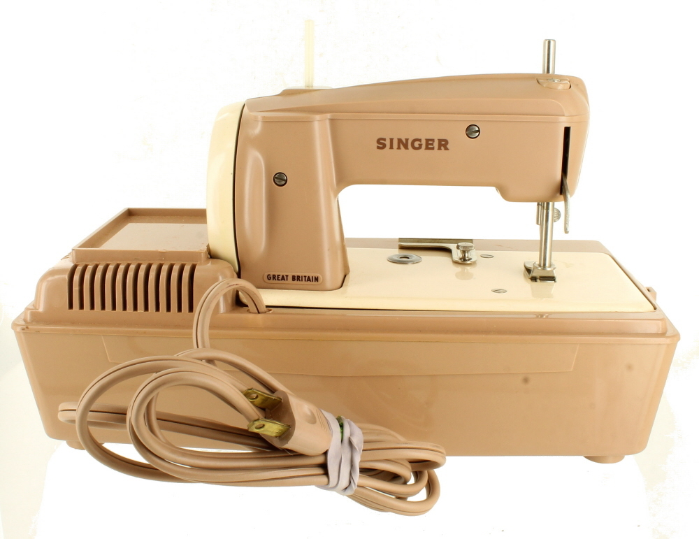 Electrical Sewing Machine : Vintage singer d sewhandy electric childs youth sewing