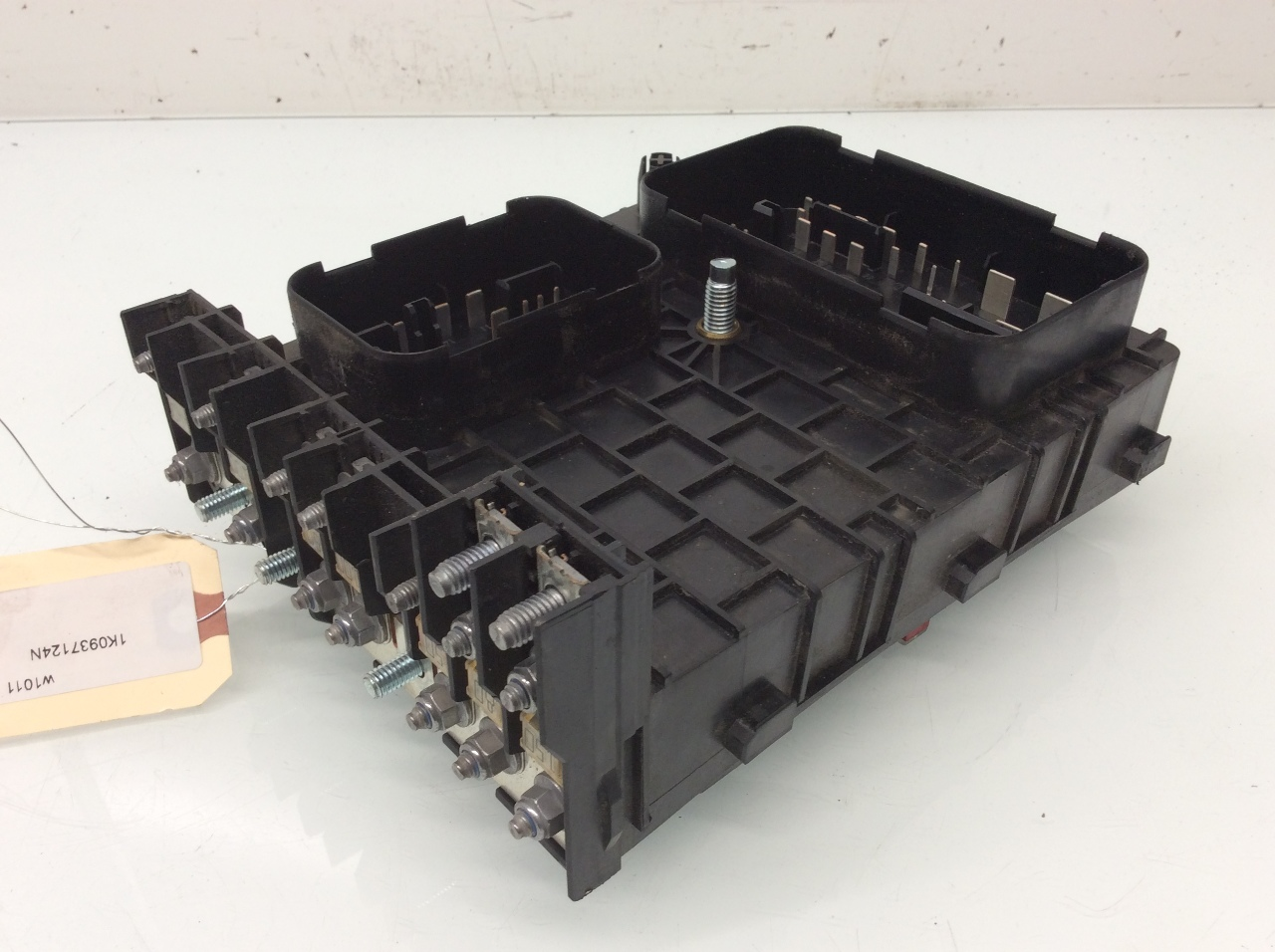 Volkswagen passat engine compartment