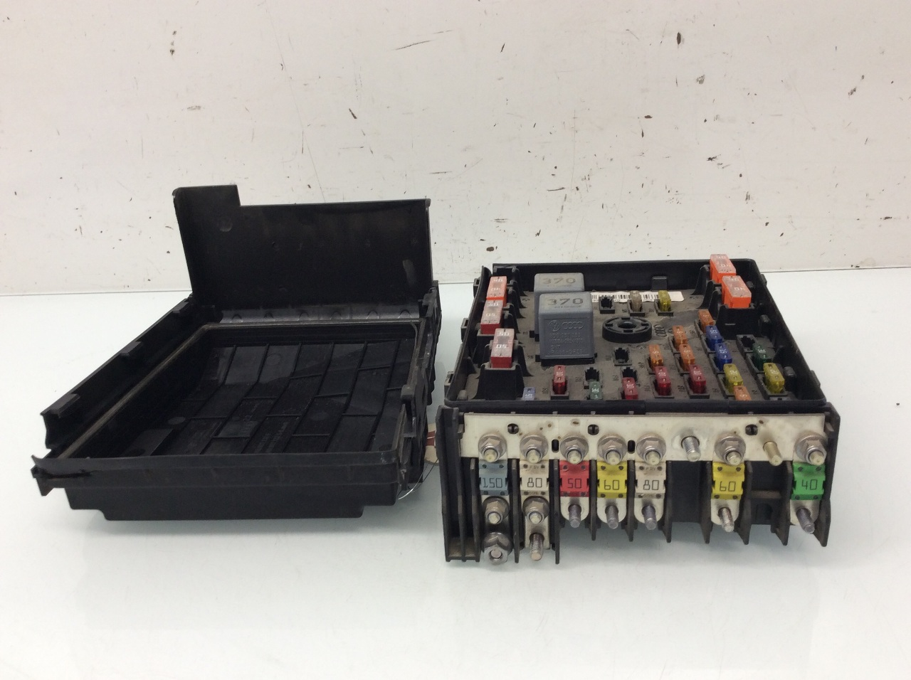 2009 2010 2011 2012 volkswagen passat cc 2.0 engine fuse ... 2011 volkswagen cc fuse box location #1