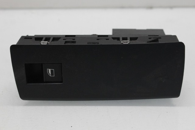 2005 BMW X5 Sport Utility E53 Front Right Passenger Window Switch 61316952797