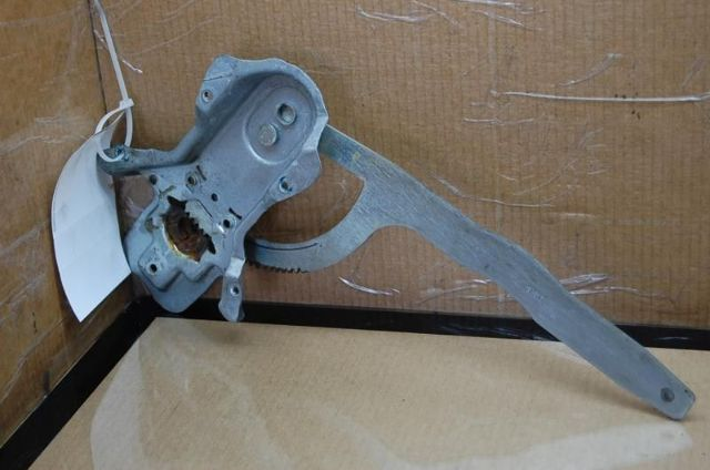 95 96 97 98 Land Rover Discovery Right Rear Window Regulator