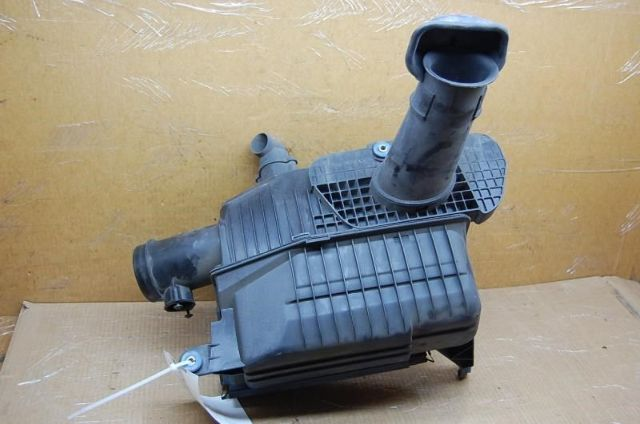 1997 1998 1999 2000 2001 2002 2003 2004 Porsche Boxster Air Cleaner Assembly