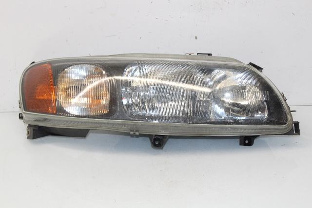 2001 2002 2003 2004 Volvo V70 Station Wagon Left Halogen Headlight - Broke Tab