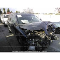 2004 Volvo XC90 damaged in front black 2.9 for parts