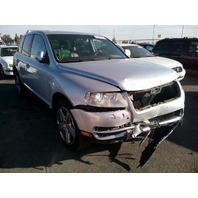 2005 Volkswagen Touareg silver 4.2 automatic damaged front for parts