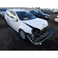 2009 Volkswagen Rabbit white 2.5 automatic damaged front for parts