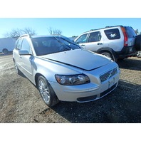 2005 Volvo V50 wagon silver 2.5 automatic damaged left front for parts