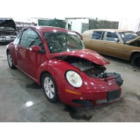 2009 Volkswagen Beetle damaged left front red 2.5 automatic for parts