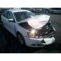 2013 Volkswagen Jetta 2.5 5 speed white damaged front for parts