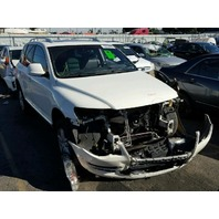 2010 Volkswagen Touareg white 3.6 automatic damaged in front for parts
