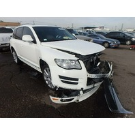 2010 Volkswagen Touareg 3.0 tdi automatic damaged front for parts