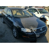 2006 Volkswagen Passat 2.0 sedan black automatic damaged right front for parts