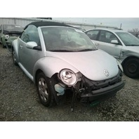 2003 Volkswagen Beetle Convertible damaged front 2.0 auto silver for parts