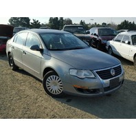 2006 Volkswagen Passat 2.0 grey sedan bad transmission for parts