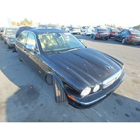 2007 Jaguar XJ8 Vanden Plas black damaged rear for parts