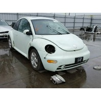 2002 Volkswagen Beetle white 2.0 automatic roll over damage for parts
