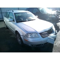 2003 Volkswagen Passat GLX 4-Motion silver damaged left front for parts
